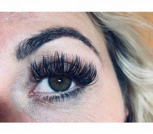 40708106-0-lashes-close-up-1024